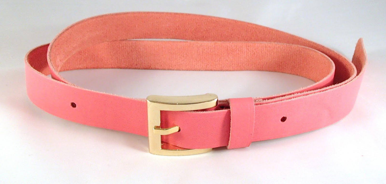 Vue en long de la ceinture en cuir rose