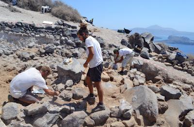 Συνεχίστηκε και φέτος η ανασκαφή στη Θηρασία – Τα ευρήματα
