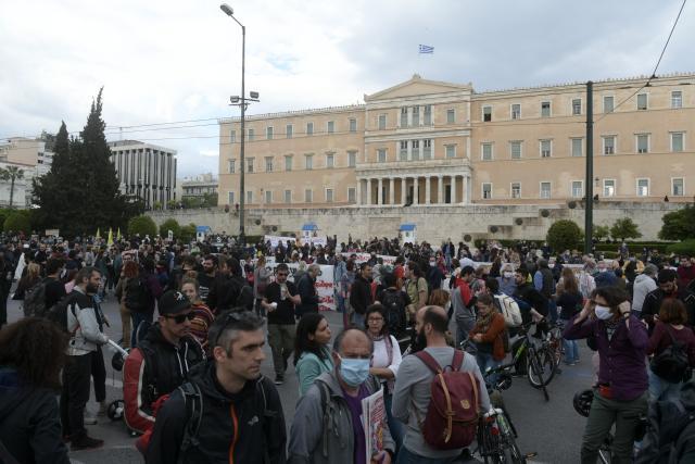 Μαζική διαμαρτυρία στο Σύνταγμα ενάντια στο αντιπεριβαλλοντικό νομοσχέδιο Χατζηδάκη – ΦΩΤΟ