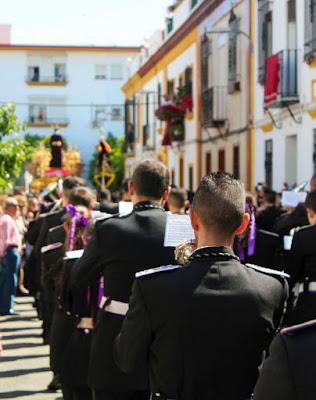 Banda de Cornetas y Tambores Nuestro Padre Jesús Cautivo de la Hermandad de Santa Genoveva en la Semana Santa de Sevilla