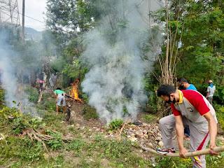 Peduli Dengan Lingkungan Bersih, Bhabinkamtibmas Polsek Anggeraja Polres Enrekang Ikut Gotong Royong Bersama Warga