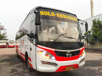 Foto Bus Raya AKDP Solo Semarang AD 1574 AR