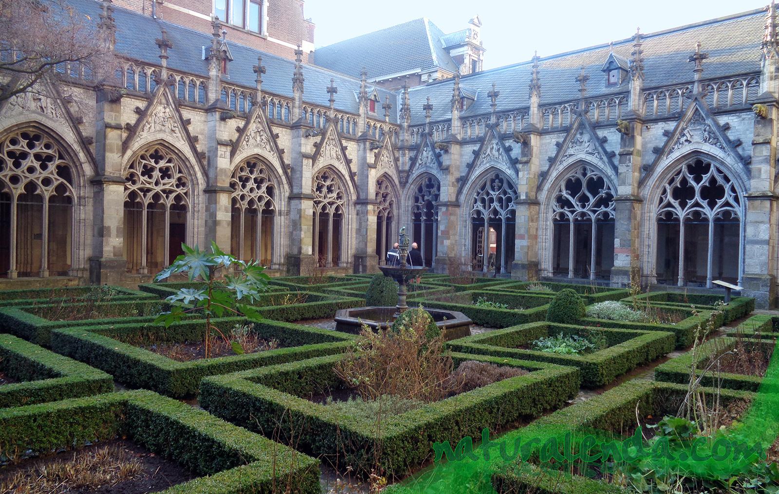 claustro de la catedral de Utrecht