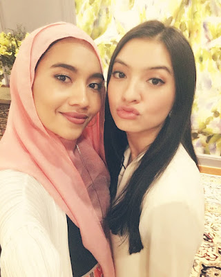 cewek hijab arab manis Cewek IGO Selfie Duck Face Bibir Monyong Cantik