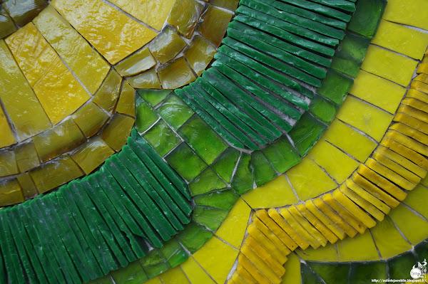 Élancourt-Maurepas, Saint-Quentin-En-Yvelines - Résidence La Villeparc  19 mosaïques, pâtes de verre émaillées, terres cuites, pierres dures et marbres.   Mosaiques: L'Oeuf Centre d'Etudes  Architectes: Bernard Feypell, Edward Zoltowski  Construction / Création: 1974