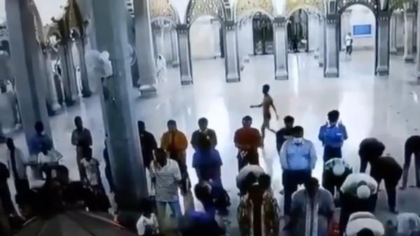 Viral Pria Telanjang Dada Serang Imam Masjid di Cilegon, Begini Faktanya