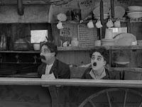 """Кадр из фильма Чарли Чаплина """"Собачья жизнь"""" / A Dog's Life (1918) - 25"""