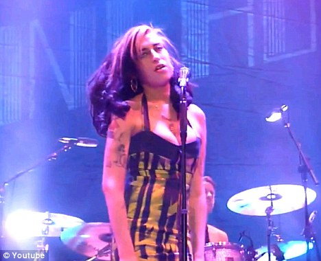 Amy Winehouse booed and jeered by Serbian crowd as she ...
