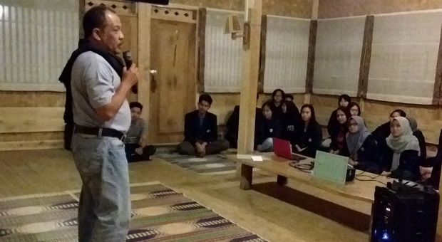 Eka Santosa Kisahkan Jalan Hidupnya ke Mahasiswa Unpad