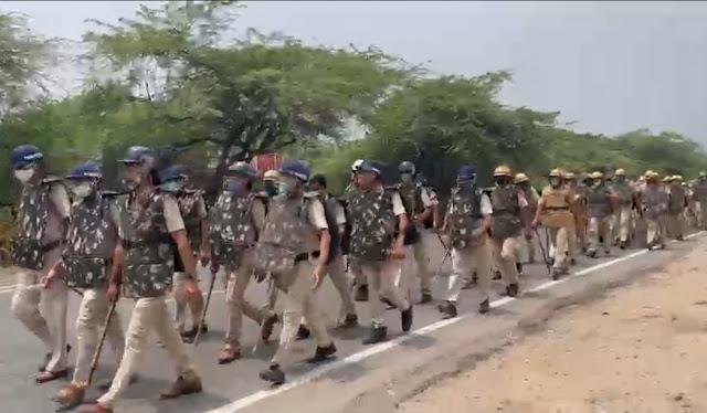 खोरी में पुलिस फ्लैग मार्च में शामिल 3 डीसीपी,14 एसीपी,50 निरीक्षक,100 उप-निरीक्षक,तीन हजार जवान