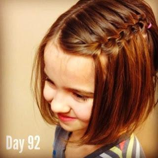 cabello suelto con trenza lateral niña