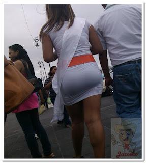 fotos sexy edecan mini falda entallada
