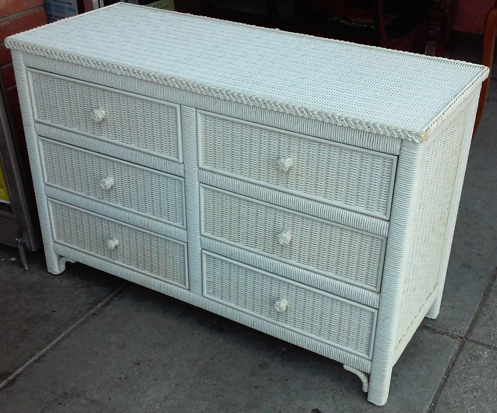 Uhuru Furniture Amp Collectibles Sold 4898 White Wicker 6