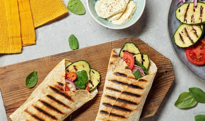 Wrap grelhado recheado com legumes grelhados