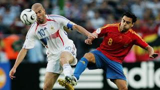 5dcdb22e25341 - Between Xavi and Zidane who your favorite player