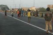 Jalan Ditutup PPKM Darurat, Anak Anak Manfaatkan Untuk Bermain Sepak Bola
