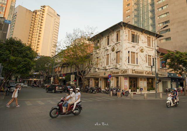 Từ phố đi bộ Nguyễn Huệ đến Cầu Mống