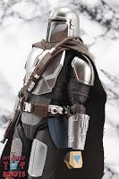 S.H. Figuarts The Mandalorian (Beskar Armor) 09