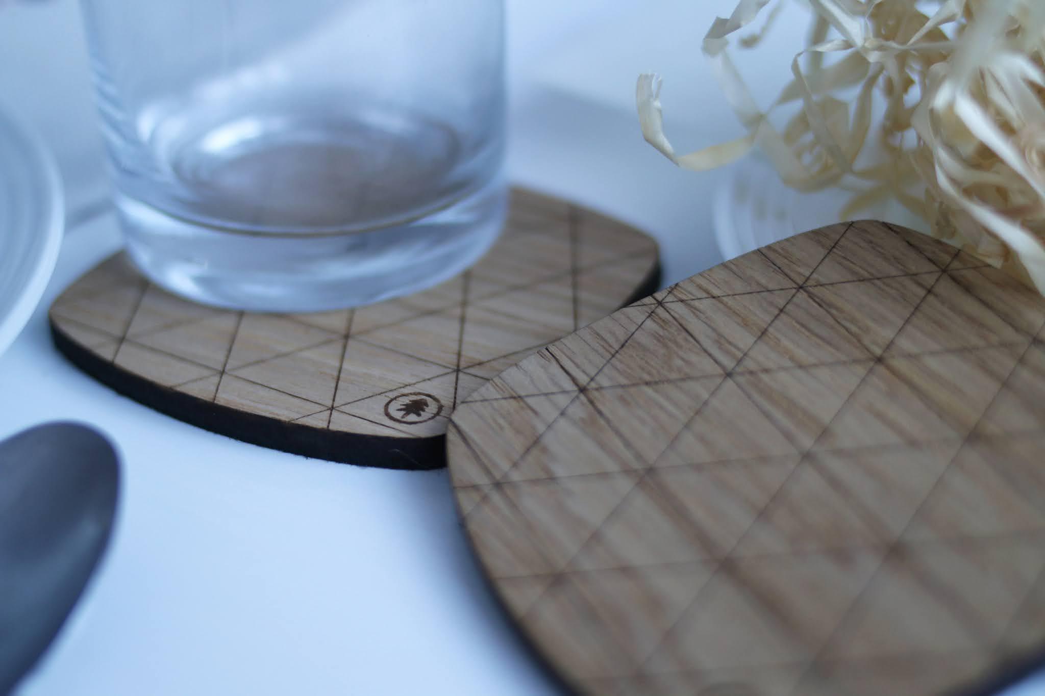 drewniane podkładki pod szklankę
