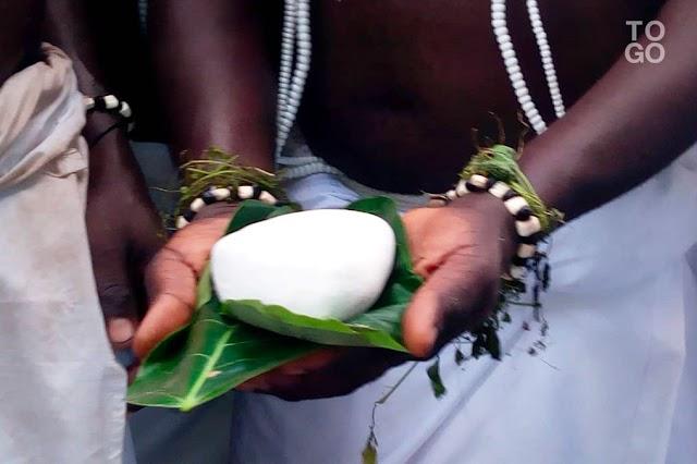 COVID-19 : Un prêtre vaudou sanctionné pour « insubordination »