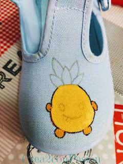 Zapatillas-infantiles-pintadas-a-mano-con-piñas-crea2-con-pasión-primeros-pasos