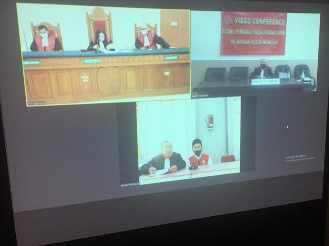 Caption: Suasana sidang daring perkara tindak pidana umum di Ruang Sidang Kejari Nganjuk pada Selasa (18/5/2021). Foto: Kejari Nganjuk
