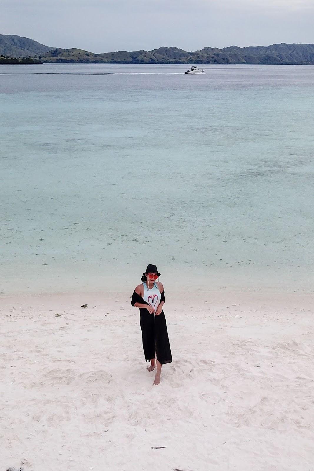 Gaya foto di Pantai POI Kecil di Pantai foto model