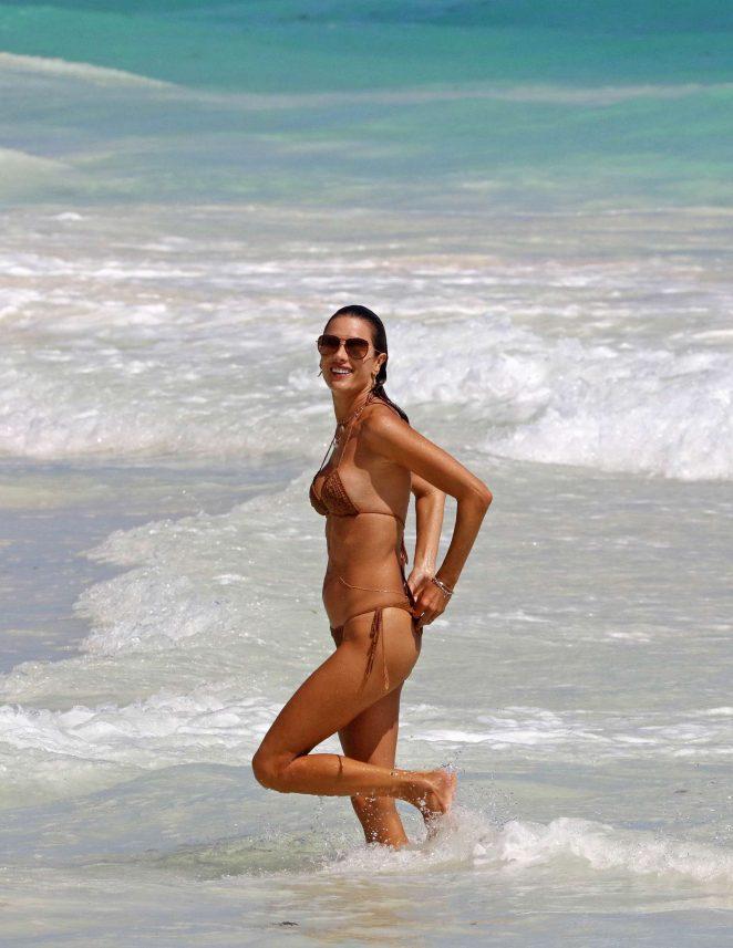 Alessandra Ambrosio in Bikini