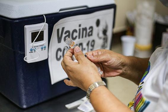 Com as duas doses, vacinas Pfizer e AstraZeneca 'vencem' variante Delta