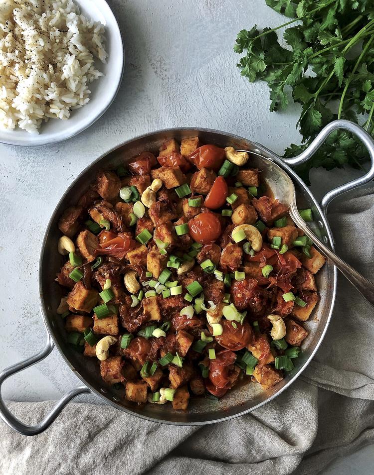 tofu chilikastikkeessa