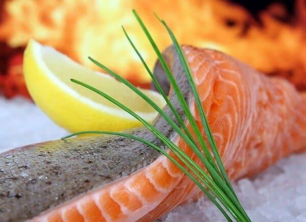 Peixe salmão. 7 dicas para aliviar a TPM