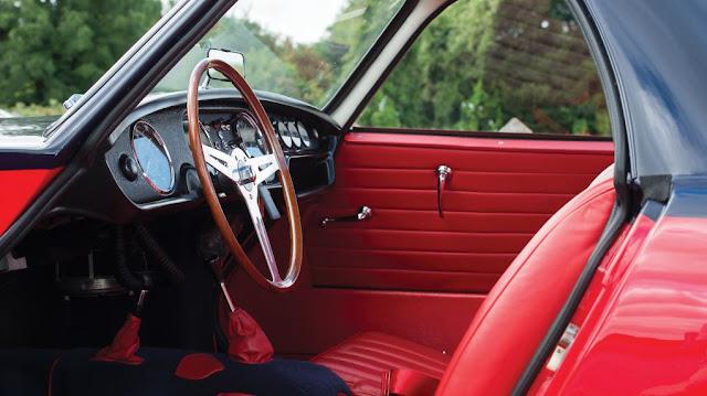 Morgan Plus 4 Plus 1964 - El interior conserva los colores y materiales originales