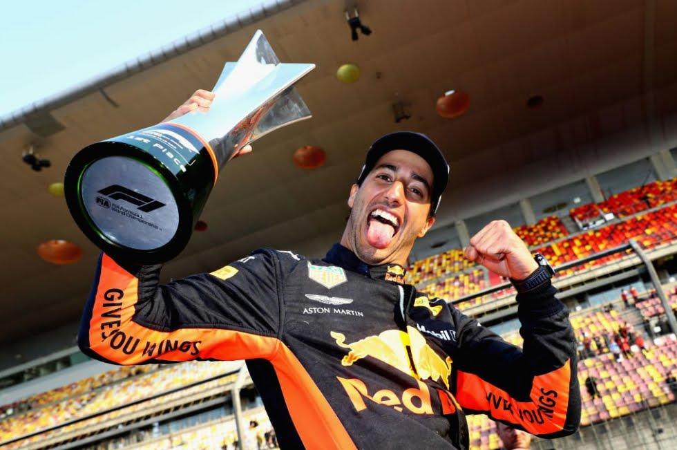 Formula 1: Daniel Ricciardo vince il GP di Cina. Verstappen sperona Vettel (ancora una volta)