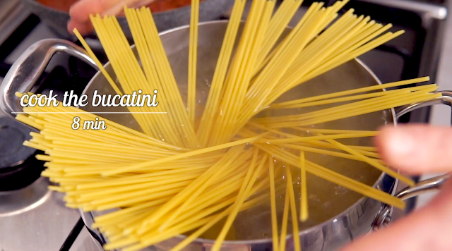 cooking the bucatini pasta