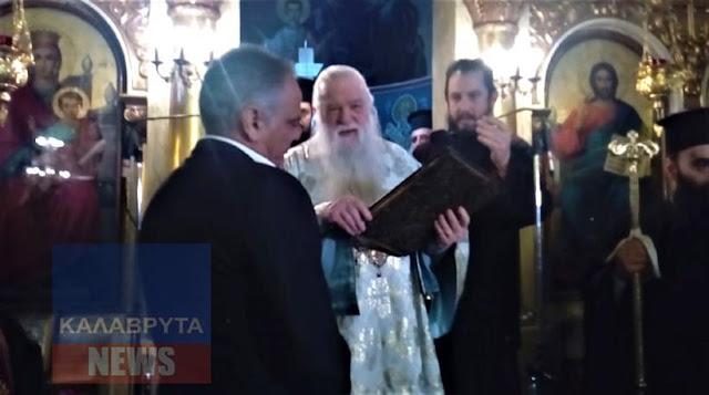 Ο Αμβρόσιος προέτρεψε τον Σκουρλέτη να ασπαστεί το Ευαγγέλιο και εκείνος το έσπρωξε μακριά (βίντεο)