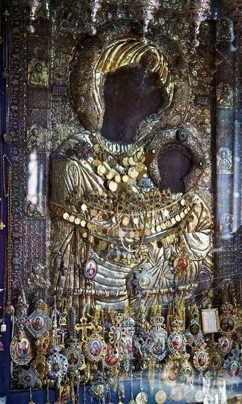 Αγνή Παρθένε, τού Λόγου πύλη, τού Θεού ημών Μήτηρ, ικέτευε σωθήναι ημάς