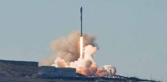 Archive photo of the Iridium-1 launch in January 2017. The Iridium-2 launch took place at 1:25 p.m. PDT (4:25 EDT / 20:25 GMT) on June 25, 2017. Photo Credit: SpaceX