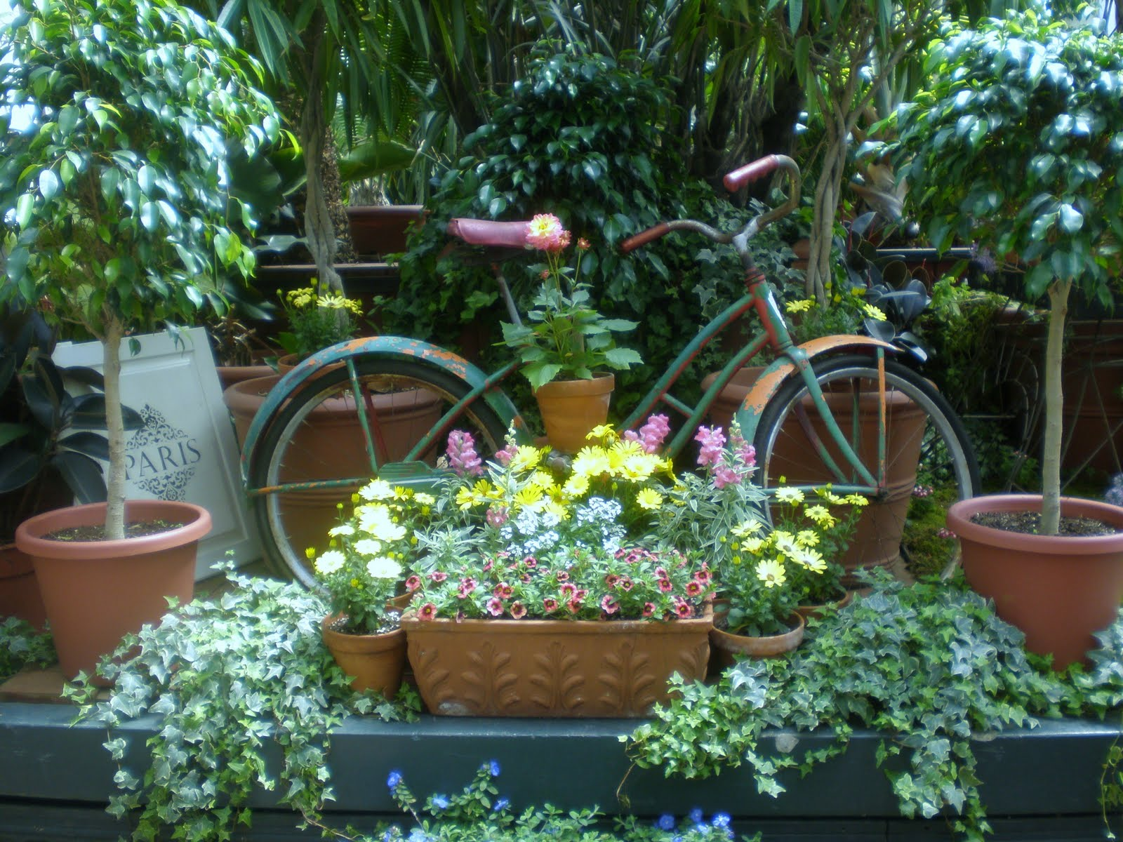 The Rusty Relic Garden Decorating Ideas