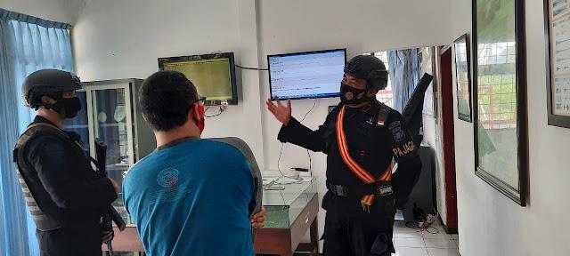 Personil Sat Brimob Polda Jabar Pantau Aktifitas Gunung Tangkuban Perahu, Begini Kondisinya