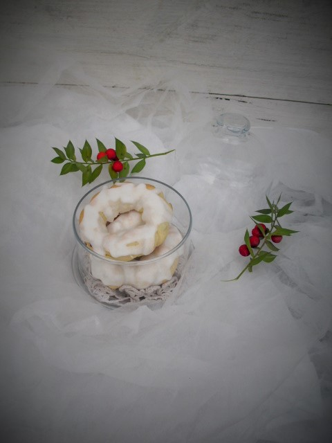 Rosquillas trenzadas de anís y fruta escarchada