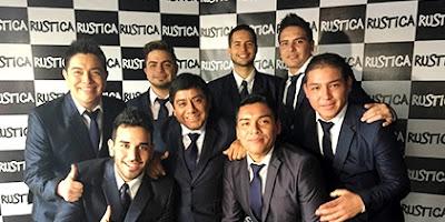 Foto de Orquesta Hermanos Yaipén posando para fans