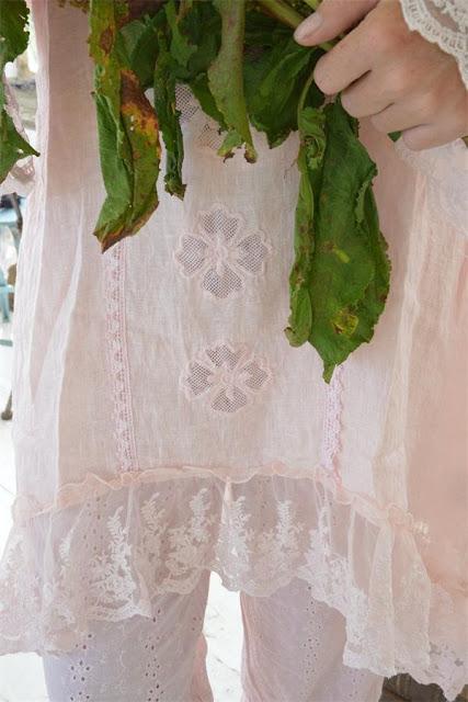 ba02c776c729 Nu har vi fått in mer ljuvligt romantiska kläder från Jeanne darc living!