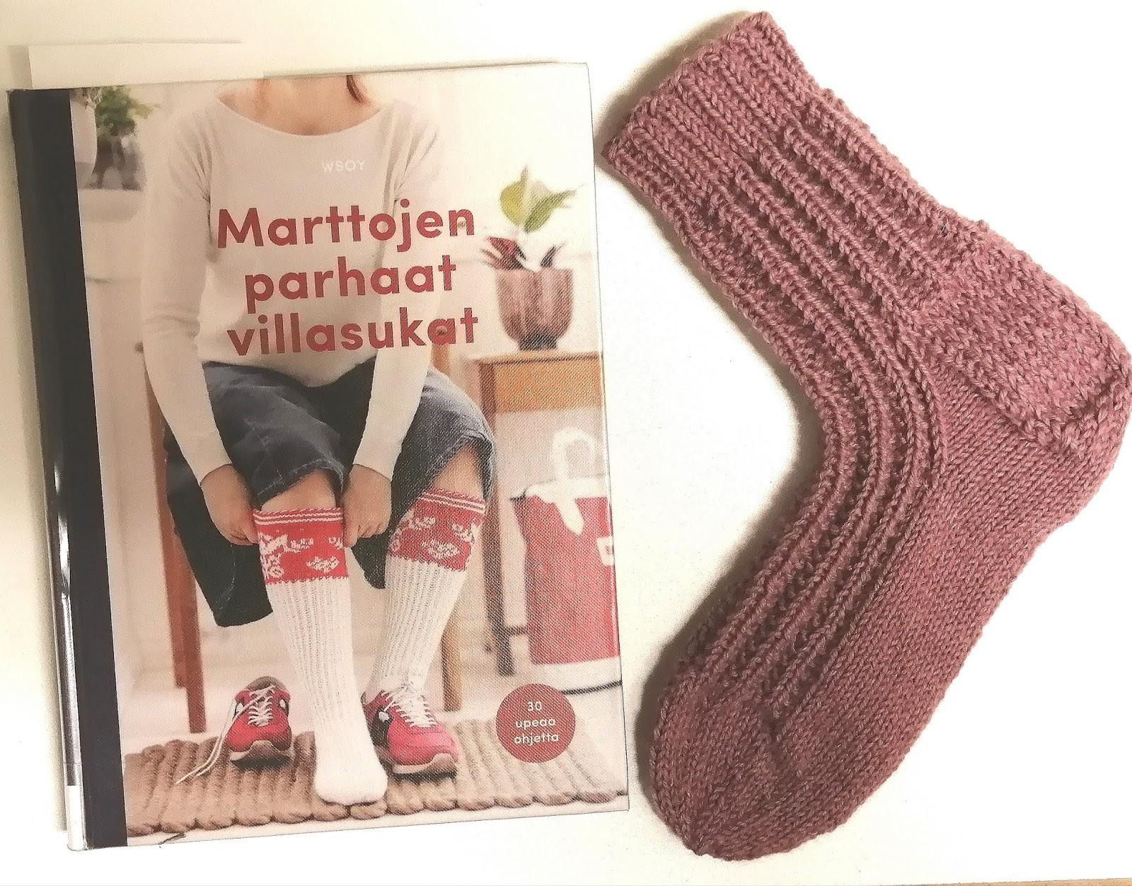 Martat neulovat villasukkia veteraaneille