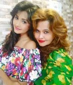 kanchi singh with her mother