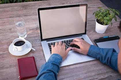 Layar Laptop nge-Blank Warna Putih Saja? Ini Cara Memperbaikinya