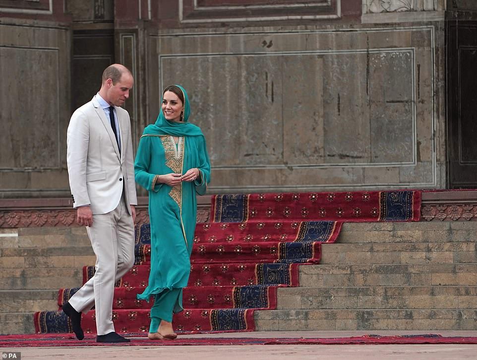 Prince William and Kate Middleton visits Badshahi Masjid Lahore