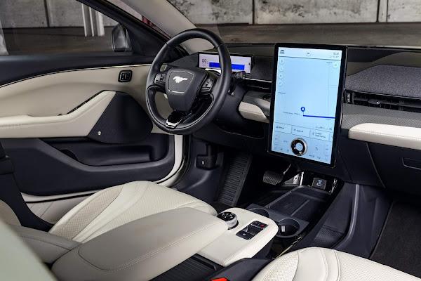 Ford Mustang Mach-E 2022: SUV elétrico ganha pacote Ice White