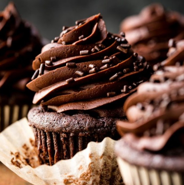 Super Moist Chocolate Cupcakes #dessert #chocolate