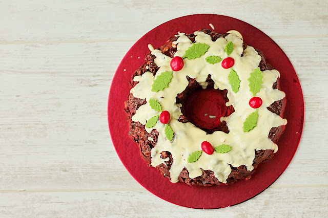 Christmas No Bake Chocolate Wreath Cake. Crumbled biscuits, nuts and dried fruit in melted chocolate! The perfect centrepiece. GoodfoodShared.blogspot.com