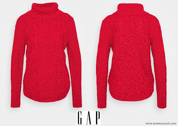 Kate Middleton wore GAP cable t-neck jumper